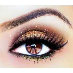 Gold and green glitter dramatic eye makeup #eyeshadow