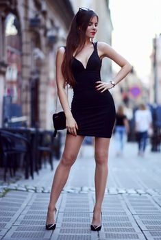 Stylish Summer Outfits To Inspire You Dress Skirt, Bodycon Dress, Stylish Summer Outfits, Pantyhose Outfits, Sexy Legs And Heels, Beautiful Legs, Sexy Dresses, Fashion Models, Sexy Women