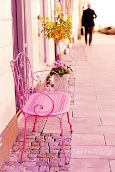 Sit a while on this lovely pink bench.  Oh I think I will...
