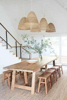 60 Easy Rustic Farmhouse Dining Room Makeover Ideas - Page 3 of 60 - Choti Decor Dining Room Sets, Dining Room Design, Dining Area, Modern Dining Rooms, Beach Dining Room, Industrial Dining Rooms, Dinning Room Rugs, Rustic Dining Tables, Wood Dinning Room Table