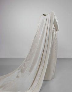960    Wedding dress worn by Queen Fabiola of Belgium