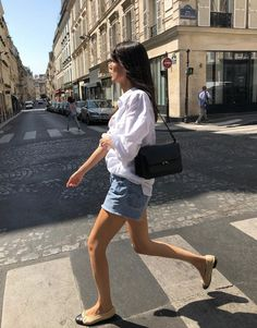 Parisian Summer, Dress Like A Parisian, Parisian Chic Style, French Summer, Summer Weekend Outfit, Cool Summer Outfits, Casual Weekend, Summer Wear, Denim Shorts Outfit Summer