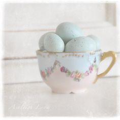 Pastel eggs in a vintage tea cup Vintage Easter, Vintage Tea, Vintage Pottery, Vintage Floral, Vintage Decor, Duck Egg Blue, Blue Eggs, Robins Egg, Pretty Pastel