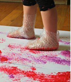 21 sensory activities for children with autism - TGIF - this grandma makes fun . Toddler Learning Activities, Art Activities For Kids, Infant Activities, Kids Learning, Art For Kids, Art For Toddlers, Learning Games, Indoor Activities, Summer Activities