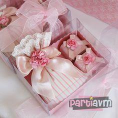 Süslenmiş Şeffaf Kutuda Lavanta Kesesi ve 2 Adet Çiçekli Çikolata Hediye Seti partiavm.com doğum günü süsleri ve parti malzemeleri merkezi