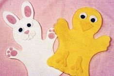 Easter Bunny and Chick (Plus More Puppet Patterns) Glove Puppets, Felt Puppets, Fun Crafts For Girls, Easter Arts And Crafts, Puppet Patterns, Felt Sheets, Diy Ostern, Operation Christmas Child, Craft Free