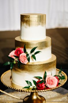 Romantic wedding cake, gold painted cake, pink flowers, pin to your own inspiration board // Diana Gula Photography