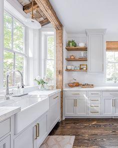 48 stunning black white wood kitchen decor ideas ⋆ All About Home Decor Farmhouse Kitchen Island, Modern Farmhouse Kitchens, Rustic Kitchen, New Kitchen, Kitchen Decor, Farmhouse Chic, Kitchen Ideas, Farmhouse Sinks, Kitchen Small