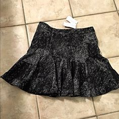 NWT Banana Republic fit n flare jacquard skirt! 2P Stunning fit- with an abstract jacquard pattern- back zip closure- nice quality soft material- you will love this piece! Banana Republic Skirts