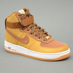 Nike NIKE AIR FORCE 1 HIGH 07 WW Nocciola mod. 631405-200 in vendita su www.grandinettisport.com Prezzo € 119,00 Limited Edition