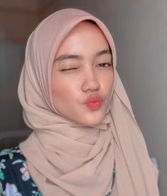 pemuas nafsu Arab Girls Hijab, Girl Hijab, Beautiful Hijab, Niqab, Hey Girl, Hijab Fashion, Sweet Makeup, Dragon Nest, Asian