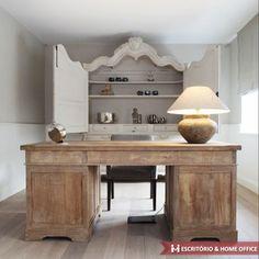 Home Office minimalista com móveis de acabamento detalhado.