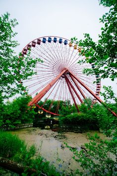Surreal Cold War-Era Amusement Park Decaying On The Outskirts Of Berlin Abandoned Castles, Abandoned Mansions, Abandoned Houses, Abandoned Places, Abandoned Theme Parks, Abandoned Amusement Parks, Spreepark Berlin, Emo, Piercings