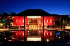 Casa Vermelha: Piscinas campestres por Andréa Calabria Arquitetura Gazebo, Outdoor Structures, Mansions, House Styles, Home Decor, Red Houses, Design Ideas, Front Porches, Verandas