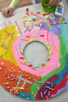 Giant Cardboard Donuts Kids paint and collage giant donuts cut from recycled cardboard. Kindergarten Art, Preschool Crafts, Fun Crafts, Crafts For Kids, Painting For Kids, Drawing For Kids, Art For Kids, Pin On, Cardboard Art