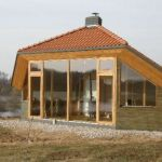 the eco cocon solar house, made with strawbale in lithuania. Solar House, Tiny Living, Living Spaces, Eco Friendly House, Earthship, Little Houses, Play Houses, Tiny House, Small Spaces