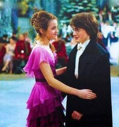 They both look so good together but I just LOVE hermione and Harry being very very close friends. Even Ron cannot be as close to Hermione like Harry is Harmony Harry Potter, Harry James Potter, Harry Potter Cast, Harry Potter Fandom, Harry Potter World, Harry Potter Characters, Harry Potter Friendship, Harry Harry, Harry Potter Hermione Granger