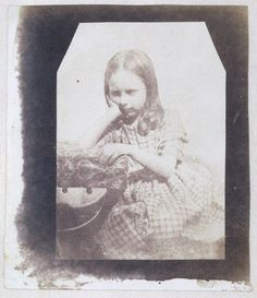 Portrait of Rosamond Constance Fox Talbot - 1842 - William Henry Fox Talbot Louis Daguerre, History Of Photography, Film Photography, Vintage Photos Women, Vintage Images, Henry Fox Talbot, Photographic Studio, Historical Photos, Drawing Reference