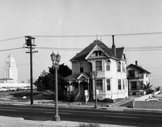 Residence on Grand Avenue, Bunker Hill [graphic] Bunker Hill Los Angeles, Los Angeles Neighborhoods, Revival Architecture, San Luis Obispo County, Hollywood Homes, Downtown Los Angeles, Back In The Day, Old Houses, Street View