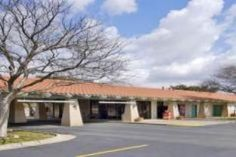 San Angelo (TX) Quality Inn San Angelo United States, North America Quality Inn San Angelo is conveniently located in the popular South San Angelo area. The property features a wide range of facilities to make your stay a pleasant experience. Service-minded staff will welcome and guide you at the Quality Inn San Angelo. Some of the well-appointed guestrooms feature air conditioning, heating, alarm clock, telephone, satellite/cable TV. Take a break from a long day and make use ...