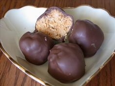 Make and share this Chocolate Peanut Butter Balls recipe from Genius Kitchen. Best Peanut Butter Balls Recipe, Creamy Peanut Butter, Chocolate Peanut Butter, Chocolate Treats, Death By Chocolate, Chocolate Peanuts, Delicious Chocolate, Vegetarian Chocolate, Butterball Recipe