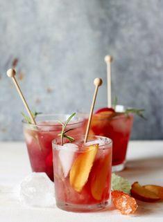 Vérnarancs-őszibarack limonádé rozmaringgal recept