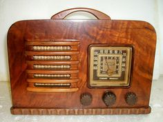 This radio has been given a complete restoration, all tubes checked replacing any weak or not working, all circuits checked replacing the old paper/fo. General Electric, Televisions, Tvs, Radio Antigua, Retro Radios, Antique Radio, Timber Wood, Record Players, Phonograph
