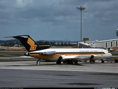 Classic Photo: A Singapore Airlines B727-212Adv at Changi in 1983.