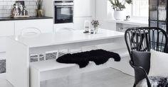 White Kitchen Interior Design With Modern Style 15 Decoration Inspiration, Interior Design Inspiration, Design Ideas, Design Projects, Design Design, Design Trends, Interior Design Kitchen, Kitchen Decor, Kitchen Dining