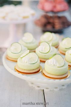 One reason couples choose to forgo classic wedding cakes is because they would rather have desserts that are pre-portioned for each individual guest. If you're one of those duos, mini key lime pies are a solid option. How adorable are these tiny treats from Paws Up? #weddingideas #wedding #marthstewartwedding #weddingplanning #weddingchecklist Creative Desserts, Fun Desserts, Wedding Desserts, Wedding Cakes, Mini Key Lime Pies, Nothing Bundt Cakes, Wedding Cake Alternatives, Cake In A Jar, Party Trays