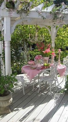 romantic dining under pergola