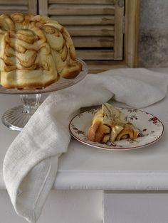 cinnamon roll bundt cake 19