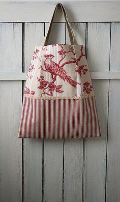 Tote bag, sac à main, sac à ouvrage, sac à livres en toile de Jouy rouge beige, oiseaux, rayures, dentelle ancienne, shabby, campagne chic by AuFildAntan on Etsy