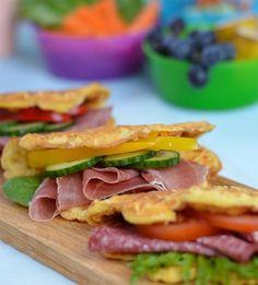 Lindas sunne og grove havrevafler holder seg saftige og gode lenge, og kan fylles med alt av pålegg. Havrevaflene er geniale i matpakka eller til frokost! Waffle Sandwich, Healthy Comfort Food, Healthy Food, Waffle Recipes, Sandwiches, Lunch Box, Food And Drink, Healthy Recipes, Baking