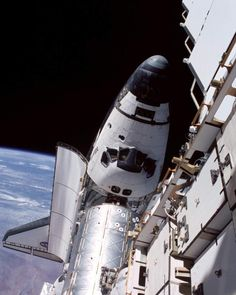 681 отметок «Нравится», 4 комментариев — Just Some Astronomy Stuffs (@thisisastronomy) в Instagram: «Space Shuttle Atlantis docked with ISS»