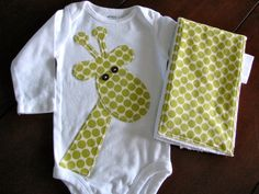 Giraffe Onesie and Burpie Set by EllaBeeBoutique on Etsy Sewing Appliques, Baby Kind, Baby Crafts, Sewing For Kids, Baby Quilts, Baby Items, Boy Outfits, Baby Shower Gifts, Baby Boy