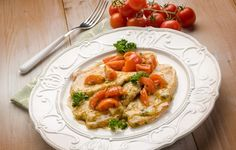 Tipiche della cucina Milanese, le scaloppine al vino bianco sono un secondo leggero e saporito, apprezzato anche dai palati piú raffinati. Veloci e semplici da preparare sono perfette per i pasti di ogni giorno e sulle tavole imbandite a festa.
