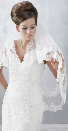 Wonderful, classic very vintage lace veil! (2832)