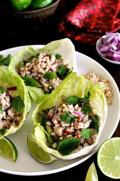 Thai Chicken Lettuce Wrap (Larb Gai, Laab Gai) Thai Chicken Lettuce Cups (Larb Gai) - on the table in just over 15 minutes, full of fresh flavours and unintentionally healthy! Low Carb Recipes, Cooking Recipes, Healthy Recipes, Wok Recipes, Atkins Recipes, Recipes Dinner, Larb Gai, Thai Larb, Thai Chicken Lettuce Wraps