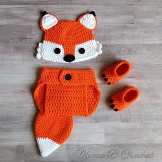 This listing is for a fox baby set which includes a hat and diaper cover with a cute tail, with an option to add shoes. This cute set is great for baby photography, Halloween costumes and even a baby shower gift! Crochet Fox, Crochet Baby Beanie, Crochet Girls, Newborn Crochet, Baby Knitting, Baby Set, Baby Kostüm, Baby Girls, Crochet Baby Costumes