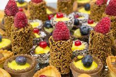 More, mirtilli, ribes... tra i #pasticcini che abbiamo preparato per il buffet di #ferragosto  c'è n'è per tutti i gusti!