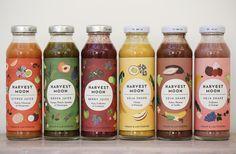 Sie kommen gerade recht. Die kleinen, bunten Flaschen mit leckeren Säften und Smoothies sind ideal zum Fasten oder als frischer Snack zwischendurch. Harvest Moon gibt es in sechs Sorten in ausgewählte (Bottle Packaging)