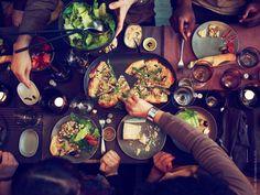 SITTNING salladsbestick, skål, tallrik, serveringsfat, vinglas och glas.
