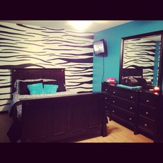 I wish this was my room blue/zebra love it how did they do the zebra backsplash Makeup Room Decor, Diy Room Decor, Bedroom Decor, Bedroom Ideas, Home Decor, Zebra Decor, Teenage Girl Bedrooms, Pretty Room, Room Goals