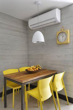 11-sala-de-almoço-detalhes-amarelos Dinner Room, Ikea Home, Dining Room Inspiration, Small Space Living, Kitchen Decor, Decoration, Interior Decorating, Sweet Home, Bedroom Decor