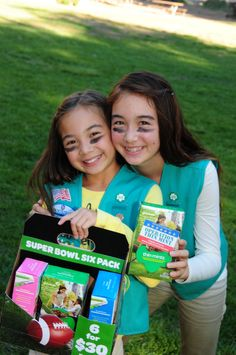 """By creating cookie packages or bundles, girls can market strategically during the sale. For example: Super Bowl """"six packs"""" and Valentine's Day """"treats for your sweet"""". Girl Scout Leader, Girl Scout Troop, Boy Scouts, Buy Girl Scout Cookies, Girl Scout Cookie Sales, Girl Scout Activities, Girl Scout Juniors, Daisy Girl Scouts, Girl Scout Crafts"""