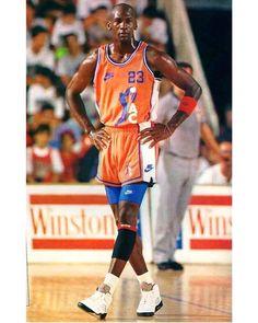 Michael Jordan in Spain Mike Jordan, Kobe Bryant Michael Jordan, Jordan Bulls, Michael Jordan Basketball, Basketball Legends, Sports Basketball, Basketball Players, Basketball Jones, Basketball Stuff