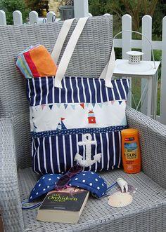Foto zu Schnittmuster Joker von Farbenmix Beach Basket, Shabby Chic Stil, One Bag, Sewing Accessories, Sewing Hacks, Bag Making, Diaper Bag, Joker, Stripes