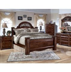 Margaret King Poster Canopy Bed 5 Piece Bedroom Set