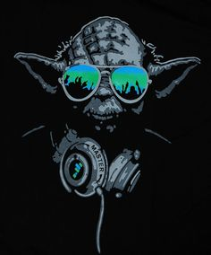 Yoda DJ Hip Hop Jedi Master Headphones Green Glasses Man T-shirt star wars (L)